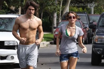 Mileycyrus-justingsaton-shirtless-jogging-photos-02282009-04