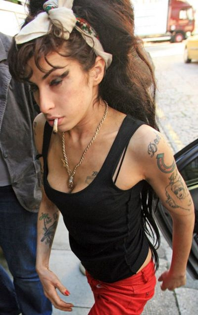 Amy-winehouse-still-rolls-her-own1-470x748