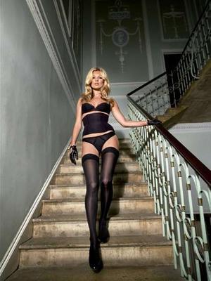Kate_moss_stairs_narrowweb__300x400