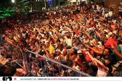 Rihanna_crowd