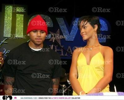Rihannachris2