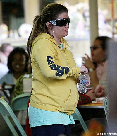 Lisa_marie_presley_pregnant_1