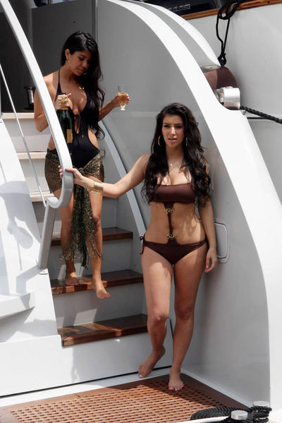 Kim_kardashian_sister_monaco_9_2