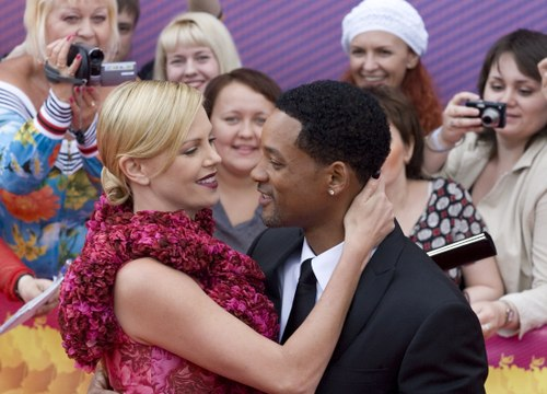 Charlize_will_smith_pda