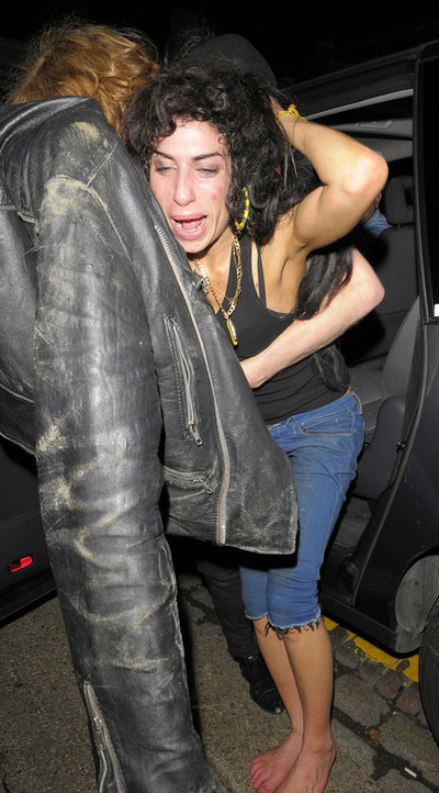 Winehouse_punch