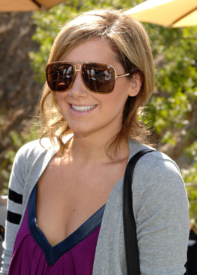 Ashley_tisdale_wearing_marc_jacobs_