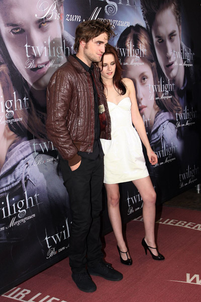 Twilight hottie Robert Pattinson has fans in a tizzy after the gorgeous