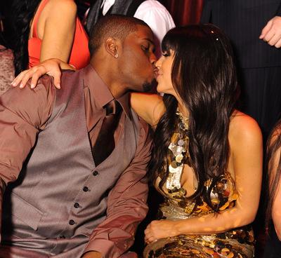 Kim_kardashian_kiss_reggie_bush