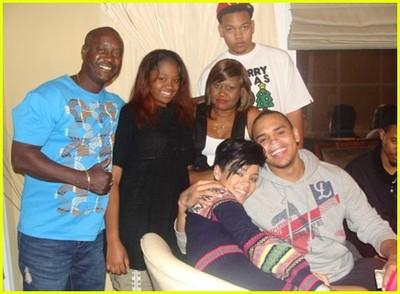Rihannachristmaschrisbrownfamily04